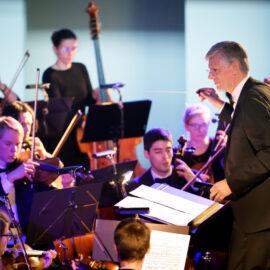 Maestro TU/e door Studium Generale met studentensymfonieorkest Ensuite van ESMG Quadrivium en deelnemer: rector Frank Baaijens